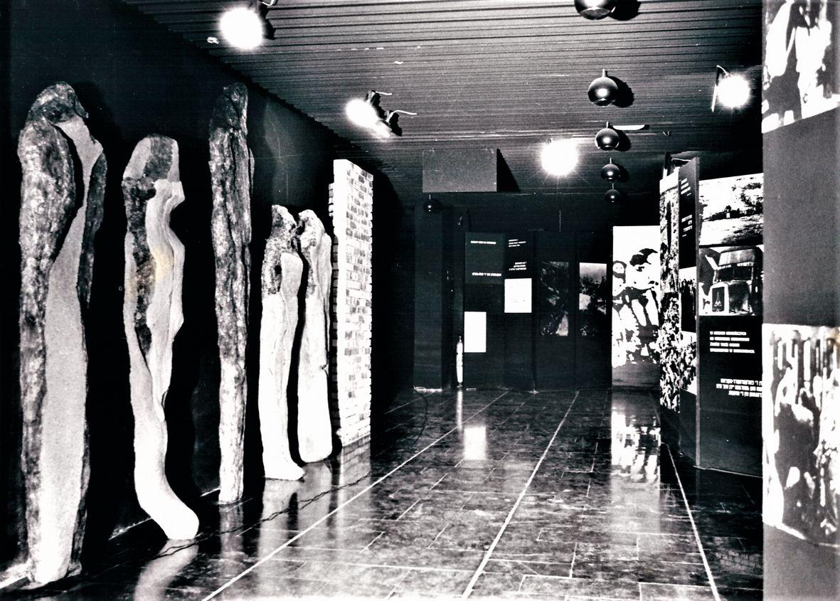 01 Non-omnis moriar, Auschwitz-Birkenau Museum, 1986 _mini