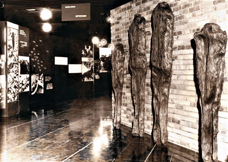 02 Non-omnis moriar, Auschwitz-Birkenau Museum, 1986 _mini